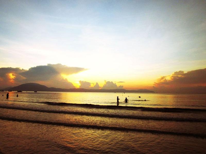ngắm bình minh trên biển đà nẵng